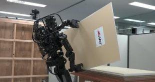 طور باحثون يابانيون روبوت جديدا يمكنه القيام بأعمال النجارة والبناء، كما أنه قادر على استخدام الأدوات المختلفة، لإحداث حفر فى الحوائط، ويستخدم الروبوت الذكى الجديدHRP-5Pبعض التقنيات وأجهزة الاستشعار لاكتشاف الكائنات المحيطة والتخطيط لأداء مهام البناء.