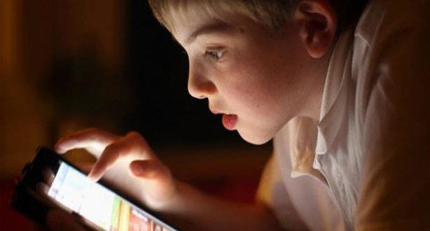دراسة تحذر: الهواتف الذكية قد تسبب مشاكل نفسية للأطفال