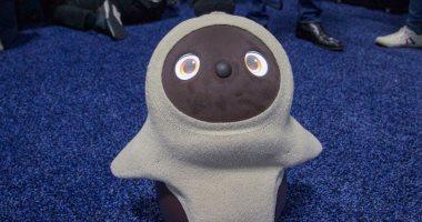 شركة يابانية تطور روبوت شبيه بالأطفال يمكنه الجرى والكلام.. فيديو