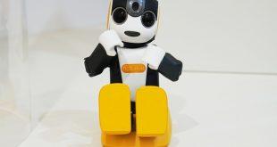 """""""شارب"""" تُطلق """"روبوت"""" مُخصّصًا للعناية بالأطفال"""