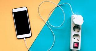 شركة أبل تغير سياستها وتسمح بإصلاح أجهزة أيفون ببطاريات خارجية