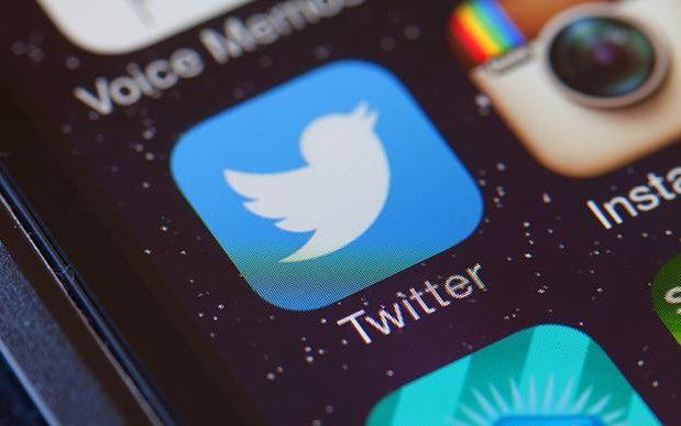 بعد فيس بوك وواتساب.. تويتر تضيف خصائص إضافية لخاصية الوضع الليلى