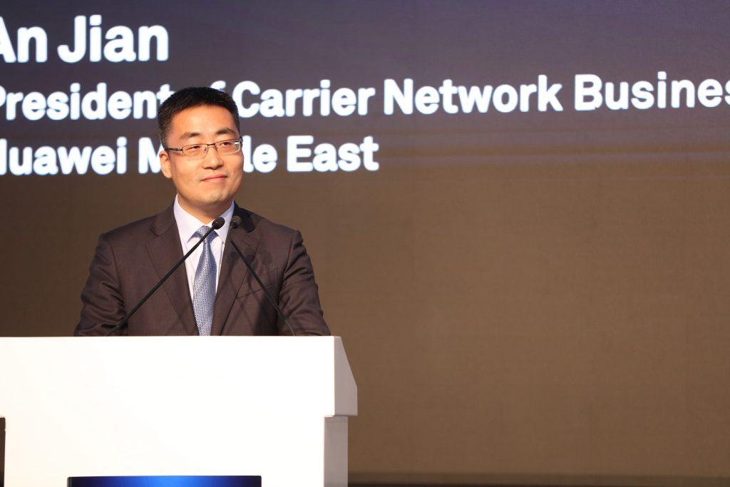 آنجيان، رئيس مجموعة أعمال هواوي كارير لشبكات الاتصالات في المنطقة