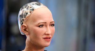 """الروبوت """"صوفيا"""" يطالب البشر باحترام الروبوتات"""