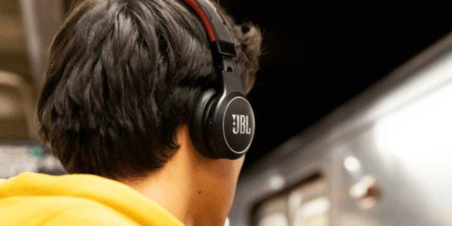 JBL تطور سماعة أذن لاسلكية تعمل بالطاقة الشمسية
