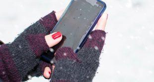 أفضل الحيل والنصائح لإحياء هاتفك الذكي إذا سقط في الثلج