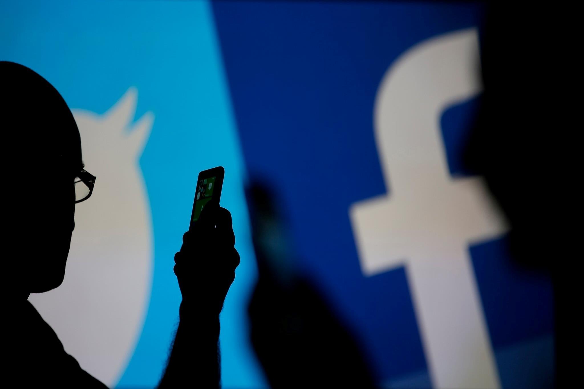 ليس واتساب فقط.. توقف فيسبوك وتويتر على ملايين الهواتف