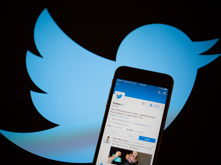 """تويتر تعزز فرصة التعرف على الحسابات الآلية """"البوت"""" عبر تعريف أصحابها عنها"""