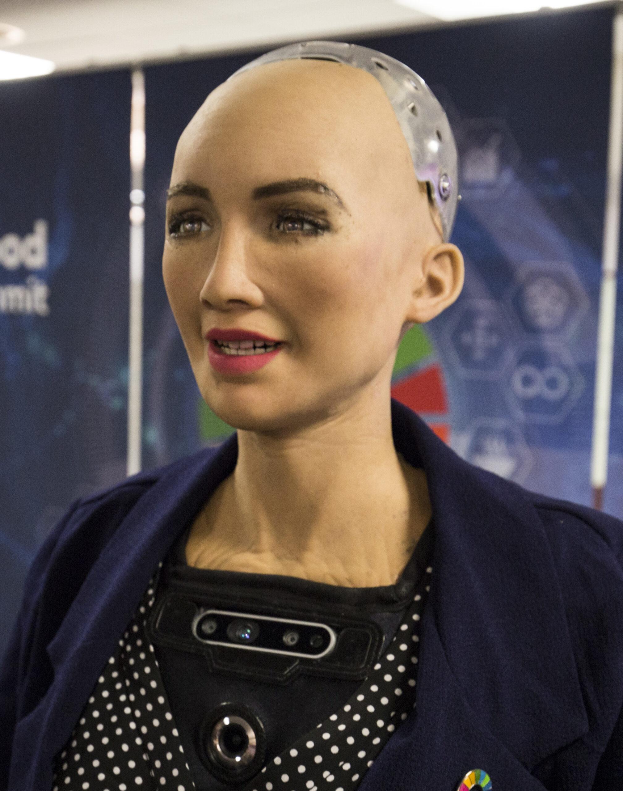 صناع الروبوت صوفيا ينتجونه بكميات كبيرة