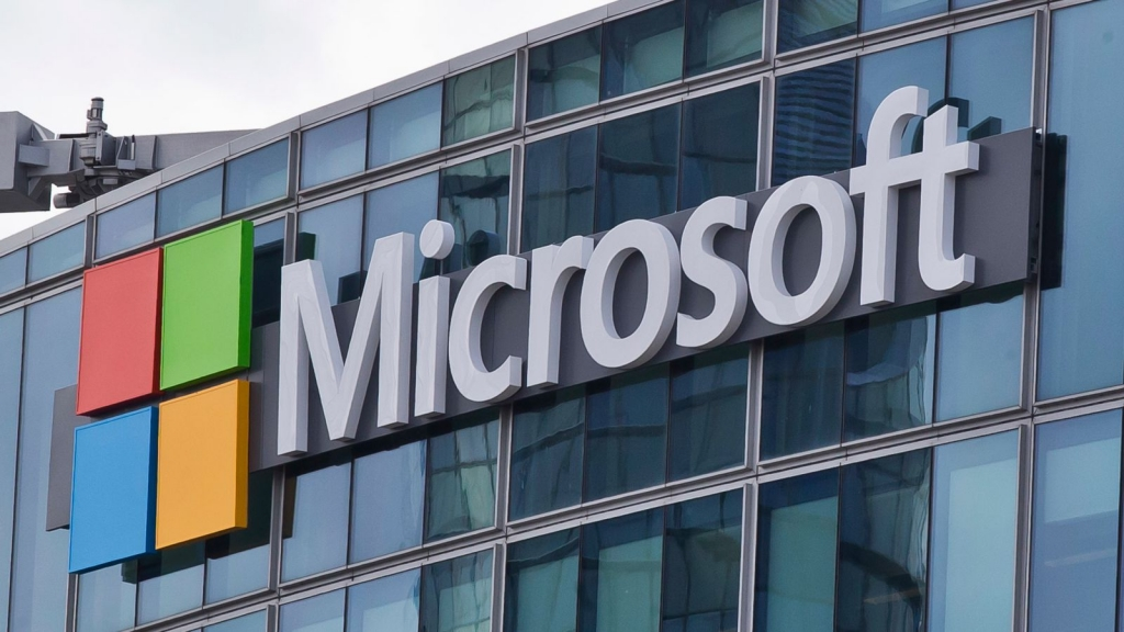 مايكروسوفت تحقق أرباحًا كبيرة وسط نقص الرقاقات